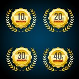10 bis 40 Jahre Jahrestag Gold-und rote Ausweislogosammlung Vektorillustration ENV 10 stock abbildung