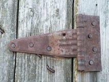 Bisagra de puerta oxidada Fotografía de archivo libre de regalías