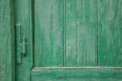 Bisagra en ventana verde Fotos de archivo libres de regalías