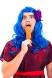 Bisarr transvestit med ispop Royaltyfri Fotografi