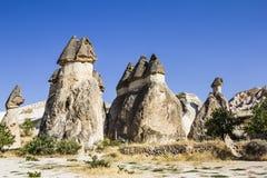 Bisarrt vagga bildande av den vulkaniska tuffen i Cappadocia Royaltyfri Fotografi