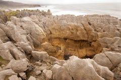 Bisarrt vagga bildat av erosion Punakaiki, den nyazeeländska södra ön arkivbild