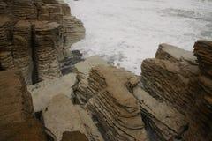 Bisarrt vagga bildat av erosion Punakaiki, den nyazeeländska södra ön royaltyfria bilder