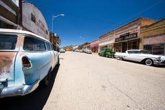 Bisbee AZ, USA/12 Juli 2016: historisk spökstad av Lowell med den försiktigt renoverade Erie gatan royaltyfri foto