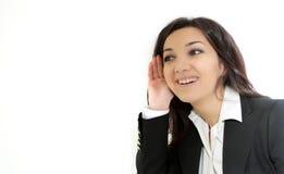 Bisbolhetice de escuta nova da mulher de negócio Imagem de Stock Royalty Free