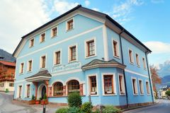 BISCHOFSHOFEN, AUSTRIA, EUROPA - 15 2018 PAŹDZIERNIK: Arhitectural szczegół w centrum miasteczko obrazy stock