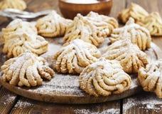 Biscoito amanteigado com açúcar pulverizado imagens de stock royalty free