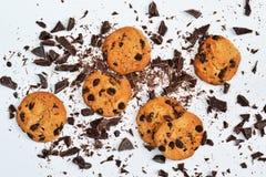 Biscoito amanteigado com chocolate em um fundo branco fotografia de stock royalty free