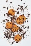 Biscoito amanteigado com chocolate em um fundo branco imagem de stock