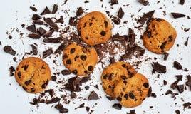 Biscoito amanteigado com chocolate em um fundo branco foto de stock