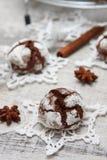 Biscoito do chocolate com rachaduras Fotos de Stock