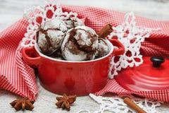 Biscoito do chocolate com rachaduras Fotografia de Stock Royalty Free