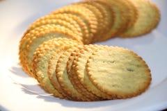 Biscoito no prato branco Imagens de Stock