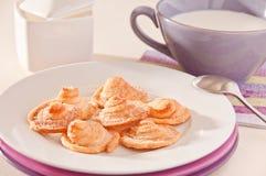 Biscoitos caseiros da pastelaria de sopro com leite Imagem de Stock Royalty Free