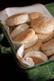Biscoitos caseiros em uma cesta Fotos de Stock Royalty Free