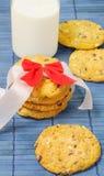 Biscoitos com leite para o café da manhã Fotos de Stock Royalty Free