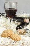 Biscoitos com vidros do vinho tinto Imagem de Stock Royalty Free