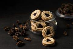biscoitos Coração-dados forma do biscoito amanteigado com doce imagens de stock