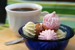 Biscoitos da abóbada com café fotos de stock