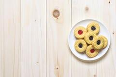 Biscoitos da cookie na tabela de madeira Fotos de Stock Royalty Free