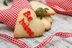 Biscoitos de açúcar dados forma coração Fotos de Stock Royalty Free