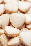 Biscoitos de biscoito amanteigado dados fôrma do Valentim coração temático Fotografia de Stock Royalty Free