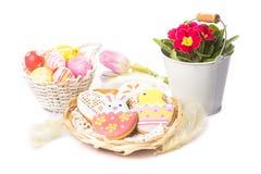 Biscoitos de Easter e ovos decorativos Imagem de Stock Royalty Free