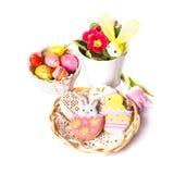 Biscoitos de Easter e ovos decorativos Imagens de Stock