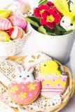 Biscoitos de Easter e ovos decorativos Foto de Stock Royalty Free
