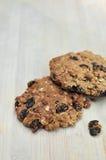 Biscoitos de passa caseiros cozidos frescos da farinha de aveia Foto de Stock