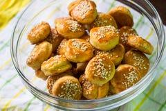 Biscoitos de soro de leite coalhado dourados fotografia de stock