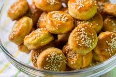 Biscoitos de soro de leite coalhado dourados foto de stock royalty free