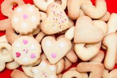 Biscoitos decorados com corações Fotos de Stock Royalty Free