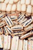 Biscoitos decorados recentemente cozidos do leite condensado Imagem de Stock