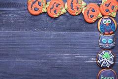 Biscoitos deliciosos engraçados do gengibre para Dia das Bruxas fotos de stock royalty free
