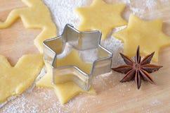 Biscoitos do Natal do cozimento Fotografia de Stock Royalty Free