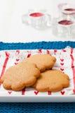 Biscoitos do pão-de-espécie na placa Fotografia de Stock