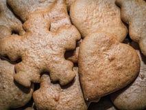 Biscoitos do pão-de-espécie do Natal foto de stock royalty free