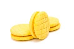 Biscoitos dobro amarelos do fruto isolados Fotografia de Stock Royalty Free