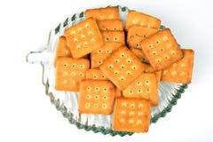 Biscoitos doces e salgados em uma placa de vidro no fundo branco Fotografia de Stock Royalty Free