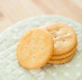 Biscoitos e biscoitos salgados do círculo de leite Foto de Stock