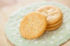 Biscoitos e biscoitos salgados do círculo de leite Foto de Stock Royalty Free