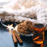 Biscoitos e chá fotografia de stock royalty free