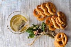 Biscoitos e chá imagem de stock royalty free