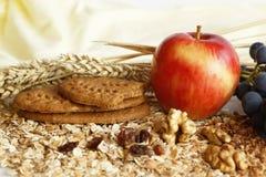 Biscoitos e comer saudável Fotos de Stock