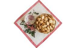 Biscoitos e copo de chá Fotos de Stock