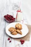 Biscoitos e leite doces Fotos de Stock