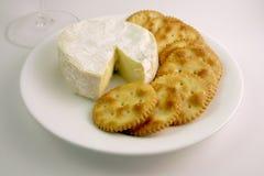 Biscoitos e queijo Fotografia de Stock