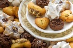 Biscoitos em uma placa Fotos de Stock