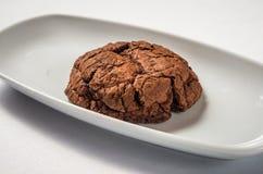 Biscoitos escuros do chocolate fotografia de stock royalty free
